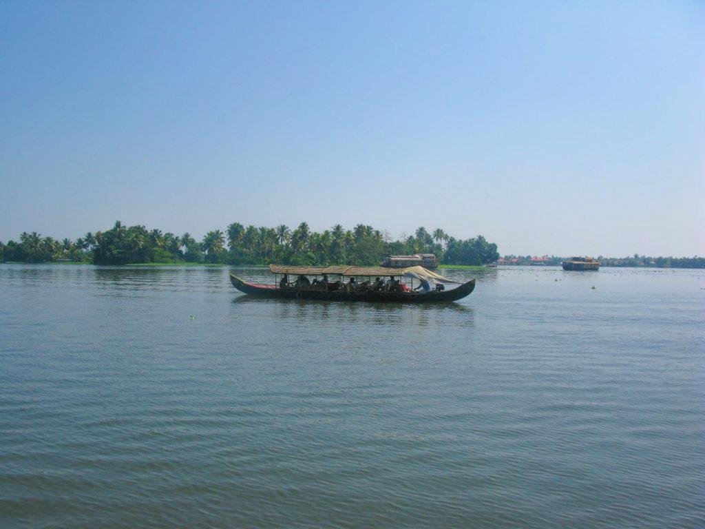 Things to do In Kerala -HEAVENLY RIDE IN KERALA BACKWATERS