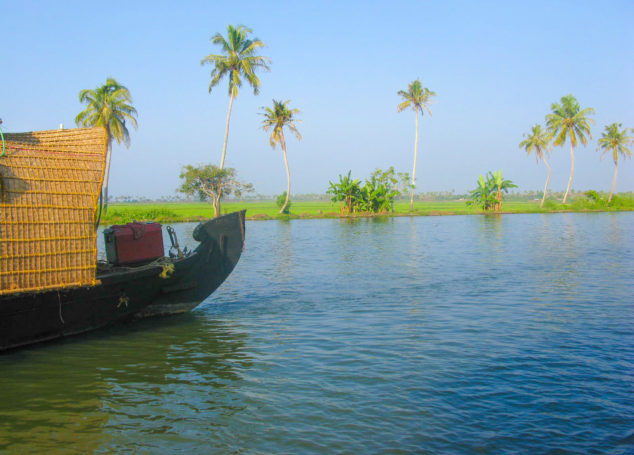 A HEAVENLY RIDE IN KERALA BACKWATERS