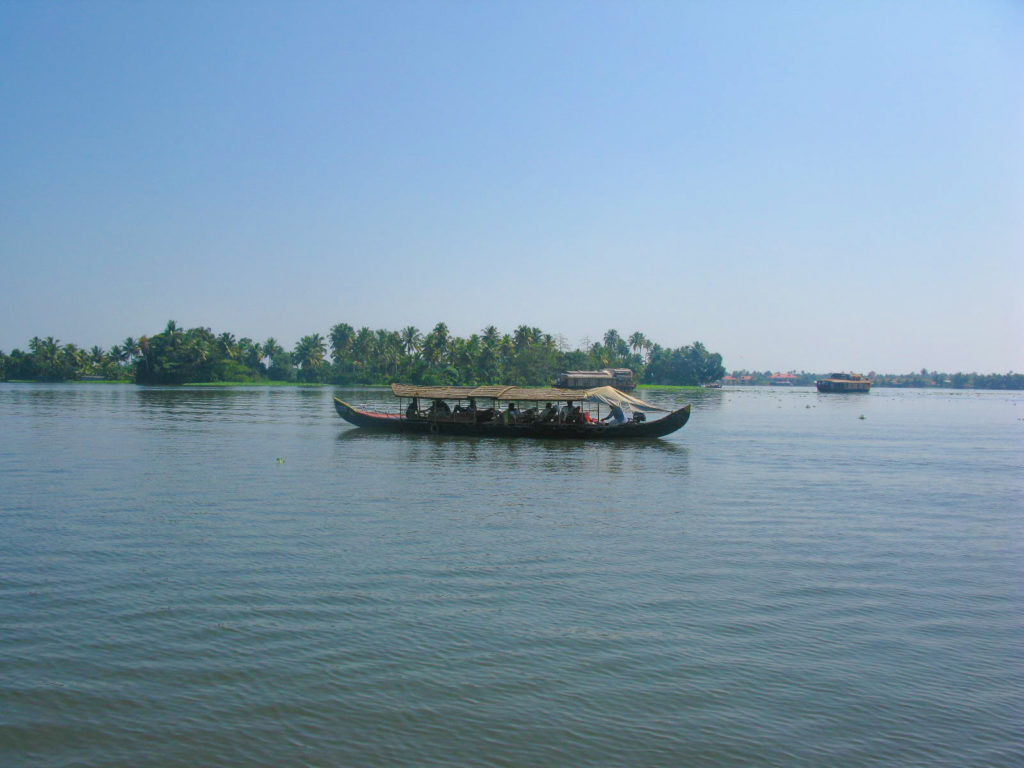 Things to do In Kerala -HEAVENLY RIDE IN KERALA BACKWATERS